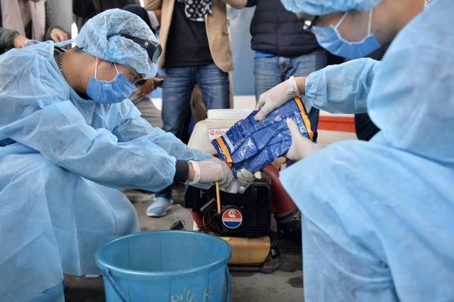 Cận cảnh khử trùng chống dịch cúm trên đoàn tàu Thống Nhất - 7