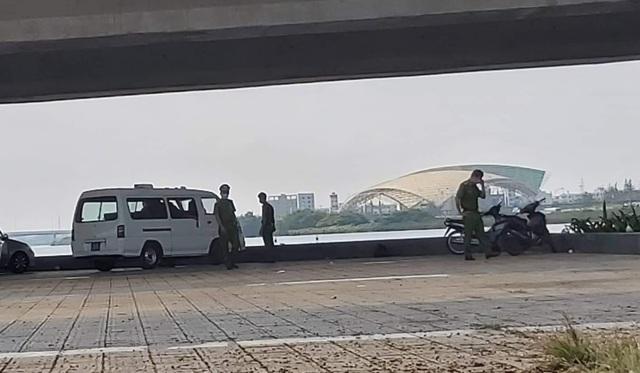 Phát hiện vali chứa thi thể trôi trên sông Hàn - 2