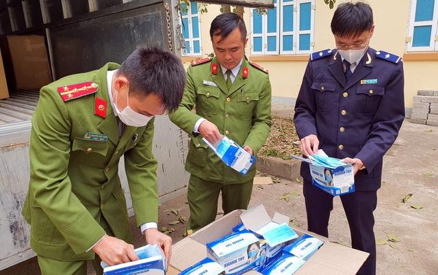 Thu giữ gần 62.000 chiếc khẩu trang chuẩn bị xuất lậu sang Trung Quốc - 1