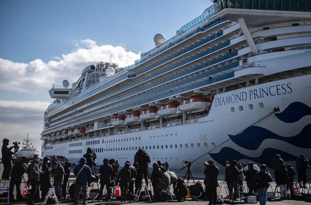 """61 người nhiễm virus corona, du thuyền Nhật Bản thành """"nhà tù nổi"""" - 1"""