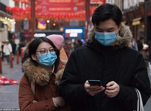 Tài xế Trung Quốc đeo cùng lúc 12 chiếc khẩu trang để phòng virus corona - 2