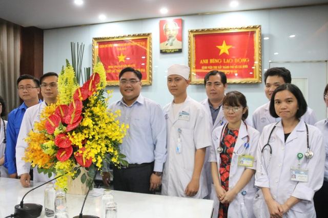 Thành Đoàn TPHCM đến động viên bác sĩ điều trị bệnh nhân virus corona - 2