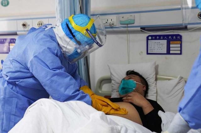 Tiếp xúc hàng trăm khách Trung Quốc mỗi ngày, nhân viên bán hàng nhiễm nCoV - 1