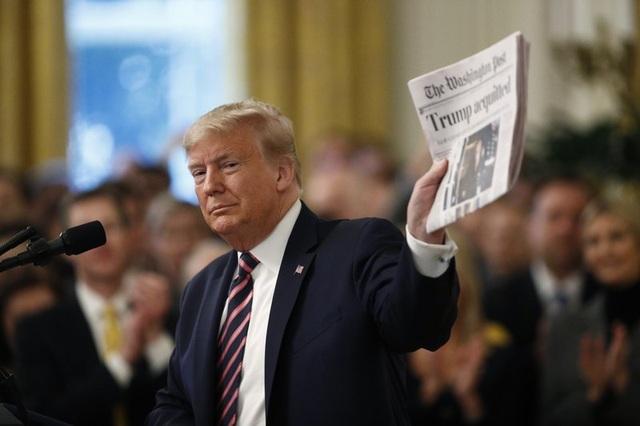 Ông Trump ăn mừng chiến thắng sau khi trải qua thử thách kinh hoàng - 1