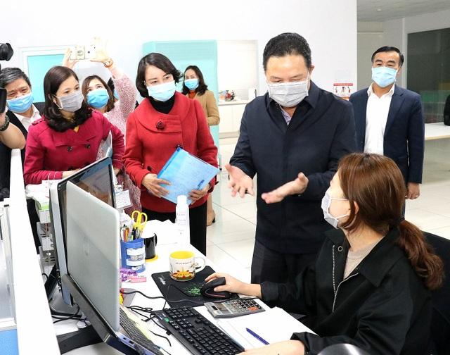 Hà Nam: Tăng cường chống virus corona trong công nhân lao động - 1