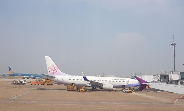 Chuyến bay về từ vùng dịch, tìm được 13 hành khách đang ở TPHCM - 1
