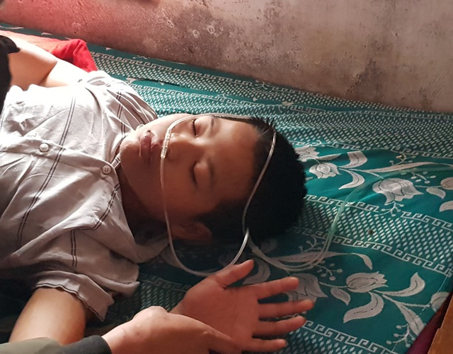 Người mẹ nghèo quặn thắt nhìn con trai chết dần trong căn nhà tàn - 5