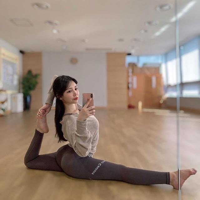 3 cô giáo yoga xinh nhất xứ Hàn được ví như người không xương - 20
