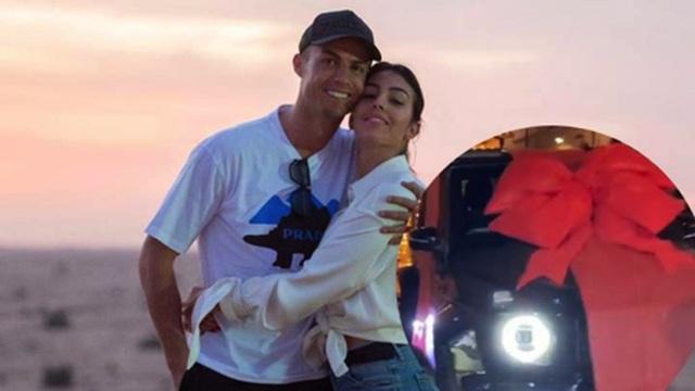 C.Ronaldo hạnh phúc khi được bạn gái chiều chuộng hết lòng - 1