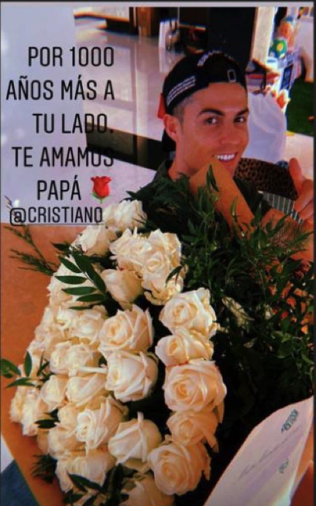 C.Ronaldo hạnh phúc khi được bạn gái chiều chuộng hết lòng - 3