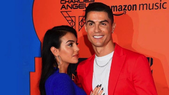 C.Ronaldo hạnh phúc khi được bạn gái chiều chuộng hết lòng - 4