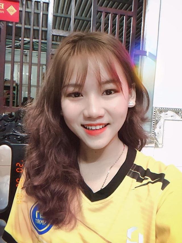 Nữ sinh xinh đẹp hâm mộ tuyển thủ Quang Hải và là tiền đạo cứng - 2