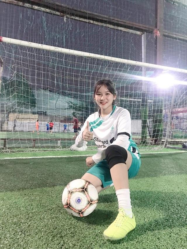 Nữ sinh xinh đẹp hâm mộ tuyển thủ Quang Hải và là tiền đạo cứng - 3