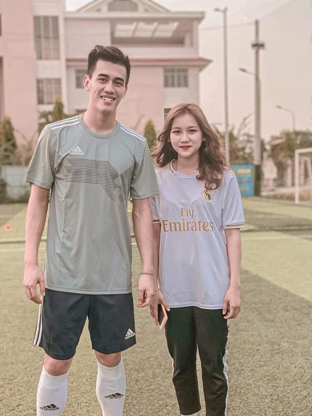 Nữ sinh xinh đẹp hâm mộ tuyển thủ Quang Hải và là tiền đạo cứng - 10