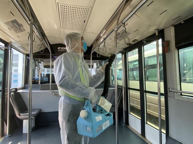 Chốt kiểm soát phát hiện, cách ly khách nghi nhiễm corona tại Tân Sơn Nhất - 10