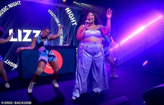 Rapper ngoại cỡ Lizzo tung ảnh mặc áo tắm - 5