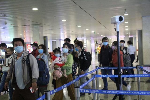 TPHCM: Phạt hơn 160 triệu đồng 841 người không đeo khẩu trang - 1
