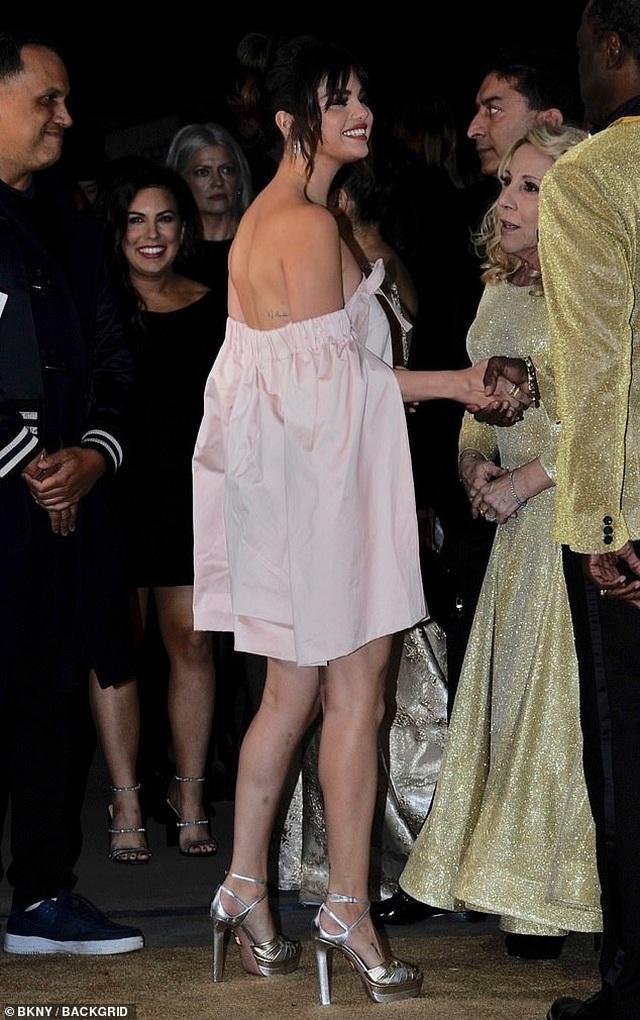 Selena Gomez xinh đẹp, quyến rũ tái xuất - 7