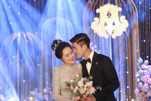 Đám cưới Duy Mạnh - Quỳnh Anh: Cô dâu, chú rể bật khóc vì xúc động - 8