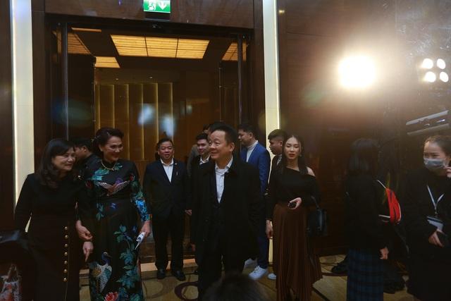 Đám cưới Duy Mạnh - Quỳnh Anh: Cô dâu, chú rể bật khóc vì xúc động - 4