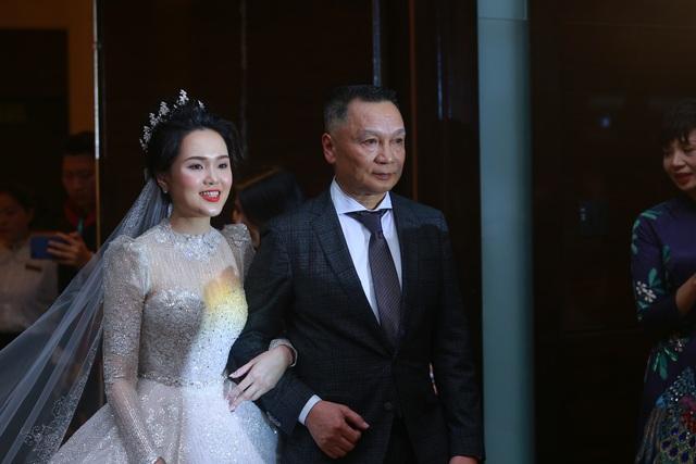 Đám cưới Duy Mạnh - Quỳnh Anh: Cô dâu, chú rể bật khóc vì xúc động - 2