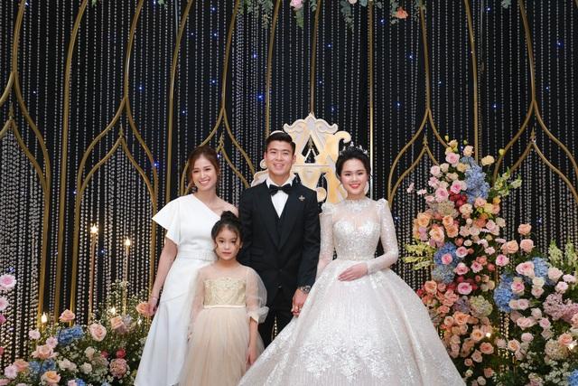 Đám cưới Duy Mạnh - Quỳnh Anh: Cô dâu, chú rể bật khóc vì xúc động - 13