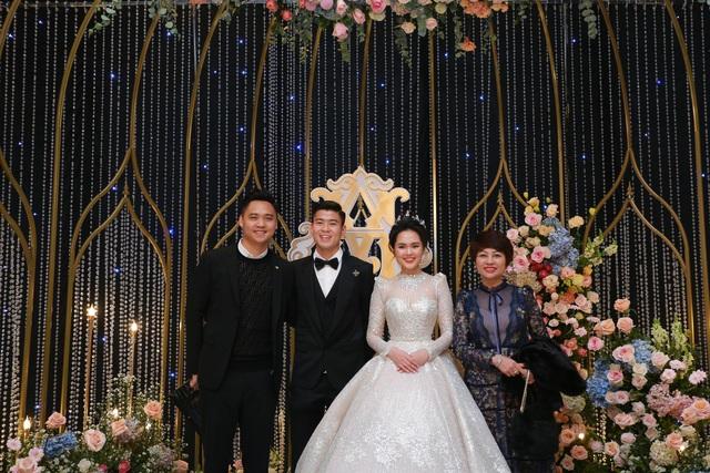 Đám cưới Duy Mạnh - Quỳnh Anh: Cô dâu, chú rể bật khóc vì xúc động - 12