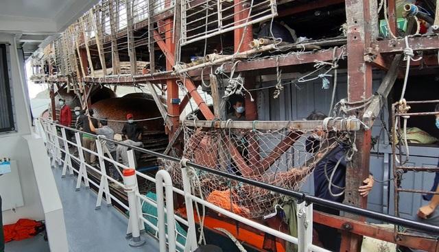 Xuyên đêm, ngược gió mùa Đông Bắc cứu 40 ngư dân trôi dạt ở Hoàng Sa - 2