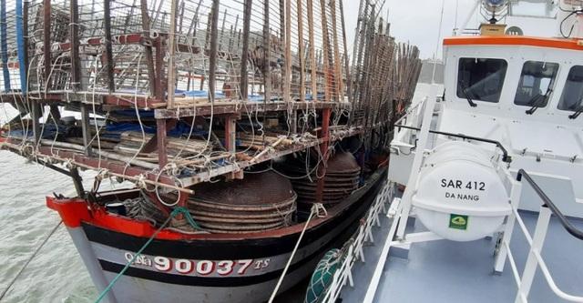 Xuyên đêm, ngược gió mùa Đông Bắc cứu 40 ngư dân trôi dạt ở Hoàng Sa - 4