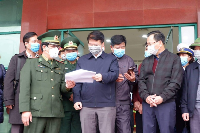 Tuyến đầu chống nCoV: Lào Cai tiếp nhận 216 người Việt từ tâm dịch - 1