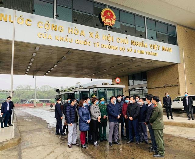 Tuyến đầu chống nCoV: Lào Cai tiếp nhận 216 người Việt từ tâm dịch - 2