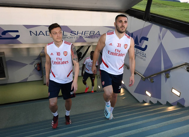 Arsenal luyện tập trong kì nghỉ Đông ở Dubai - 1
