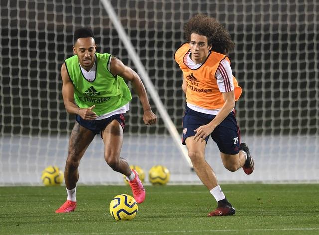Arsenal luyện tập trong kì nghỉ Đông ở Dubai - 11