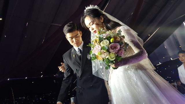 Đám cưới Duy Mạnh - Quỳnh Anh: Cặp đôi trao nhẫn, chính thức là vợ chồng - 10