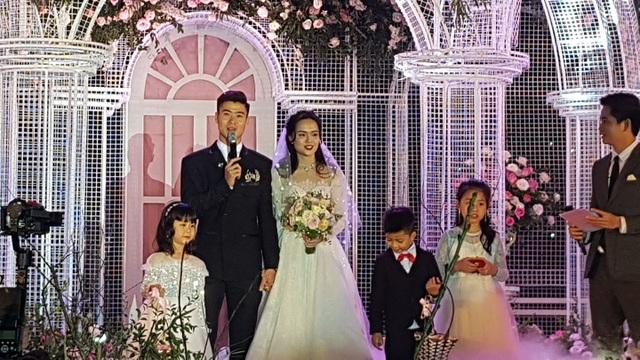 Đám cưới Duy Mạnh - Quỳnh Anh: Cặp đôi trao nhẫn, chính thức là vợ chồng - 13