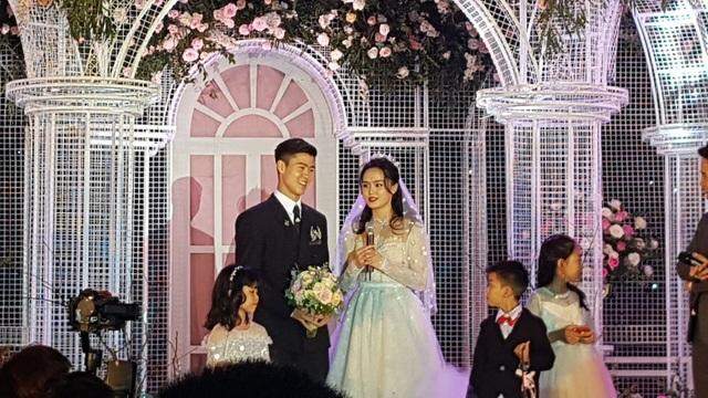 Đám cưới Duy Mạnh - Quỳnh Anh: Cặp đôi trao nhẫn, chính thức là vợ chồng - 14