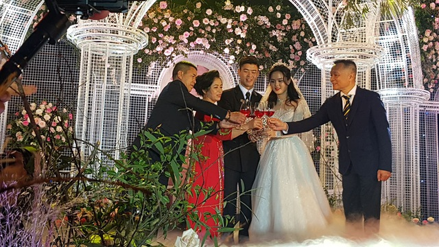 Đám cưới Duy Mạnh - Quỳnh Anh: Cặp đôi trao nhẫn, chính thức là vợ chồng - 6