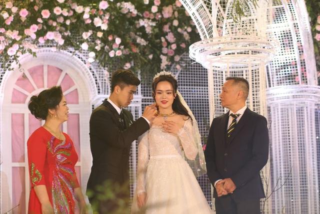 Đám cưới Duy Mạnh - Quỳnh Anh: Cặp đôi trao nhẫn, chính thức là vợ chồng - 7
