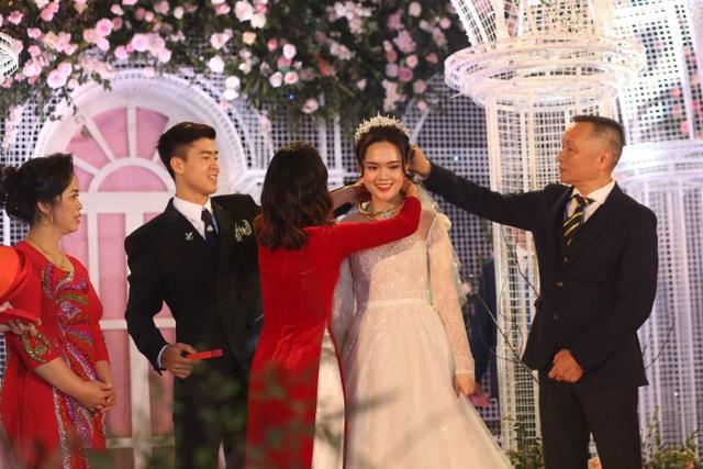 Đám cưới Duy Mạnh - Quỳnh Anh: Cặp đôi trao nhẫn, chính thức là vợ chồng - 8