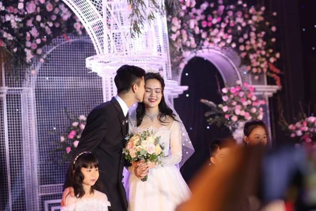 Đám cưới Duy Mạnh - Quỳnh Anh: Cặp đôi trao nhẫn, chính thức là vợ chồng - 17