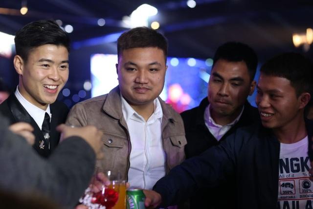 Đám cưới Duy Mạnh - Quỳnh Anh: Cặp đôi trao nhẫn, chính thức là vợ chồng - 2