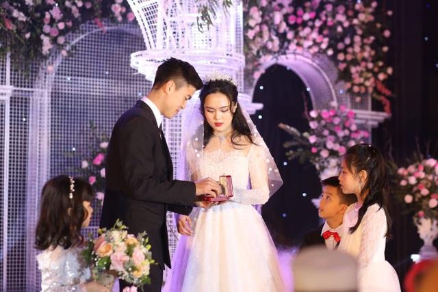 Đám cưới Duy Mạnh - Quỳnh Anh: Cặp đôi trao nhẫn, chính thức là vợ chồng - 16