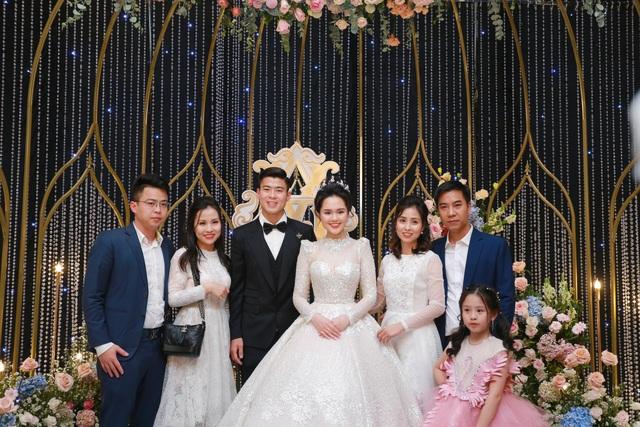 Đám cưới Duy Mạnh - Quỳnh Anh: Cô dâu, chú rể bật khóc vì xúc động - 16