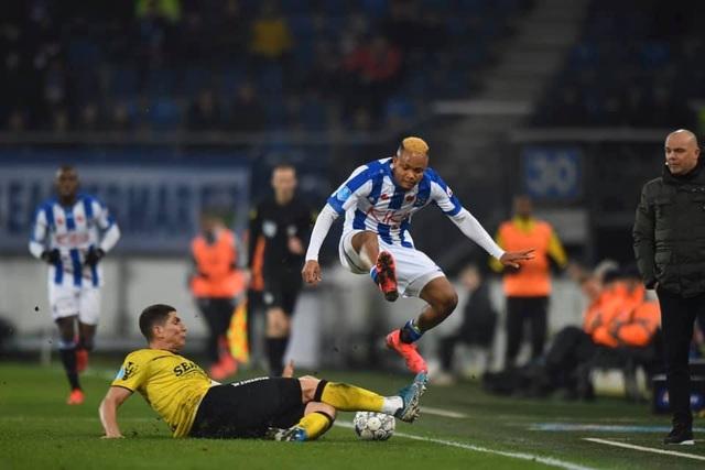 Hậu vệ trái Heerenveen ghi bàn giúp đội nhà giành 1 điểm - 1