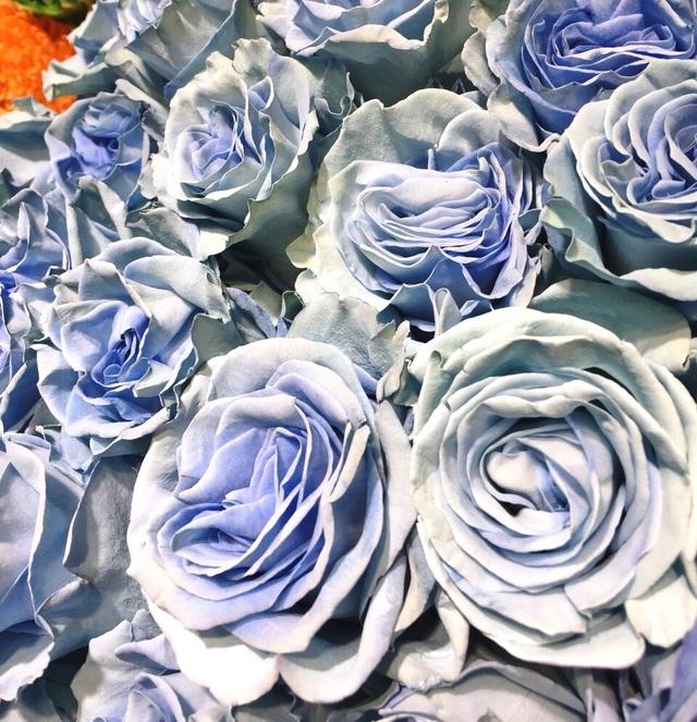 Đại gia chơi trội mua bó hoa 40 triệu đồng tặng bạn gái dịp Valentine  - 2