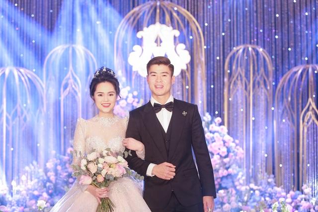 Cô dâu của cầu thủ Duy Mạnh mặc váy cưới, trang sức kim cương tiền tỷ - 5