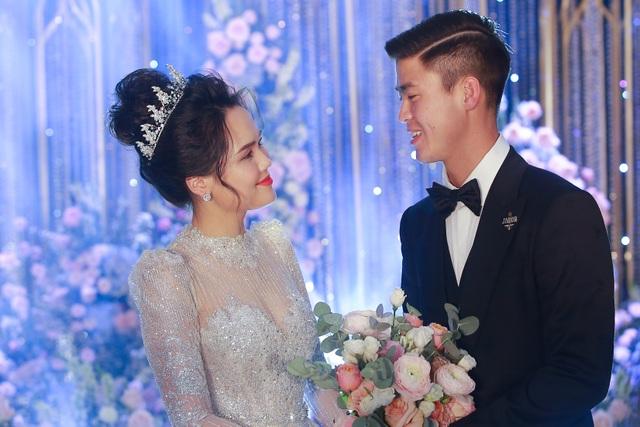 Cô dâu của cầu thủ Duy Mạnh mặc váy cưới, trang sức kim cương tiền tỷ - 8