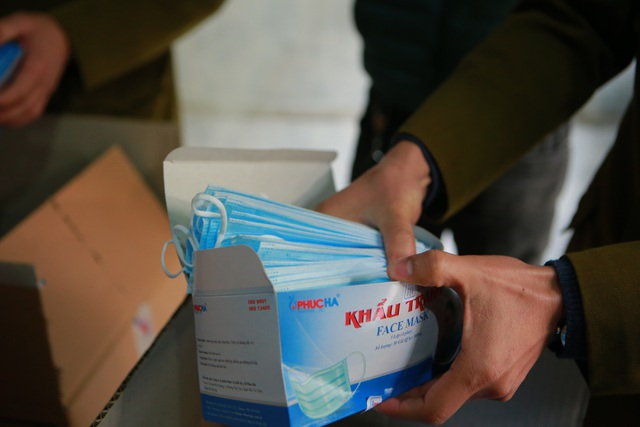 Phát hiện một người Trung Quốc thu gom 50 thùng khẩu trang tại Hà Nội - 5