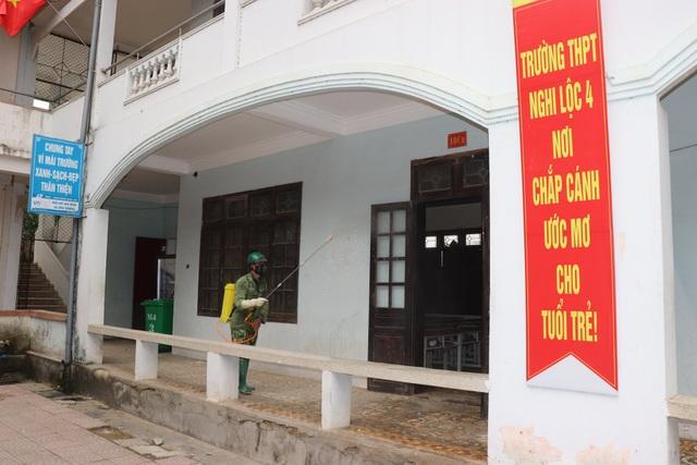 Nghệ An: Hàng trăm trường học phun thuốc khử trùng phòng chống virus Corona - 3