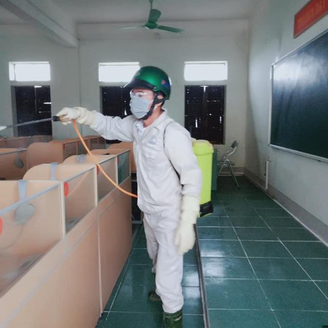 Nghệ An: Hàng trăm trường học phun thuốc khử trùng phòng chống virus Corona - 6